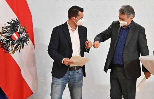 Vizekanzler Werner Kogler (r.) hieß den künftigen Gesundheitsminister Wolfgang Mückstein am Dienstag in seinem Team willkommen.AFP