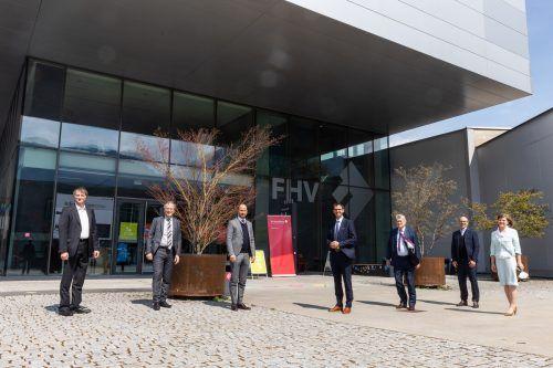 V.l.: Robert Merz (Digital Factory), Helmut Leopold (AIT), LR Tittler, LH Wallner, Hannes Androsch, Stefan Fitz-Rankl, LR Schöbi-Fink.VLK