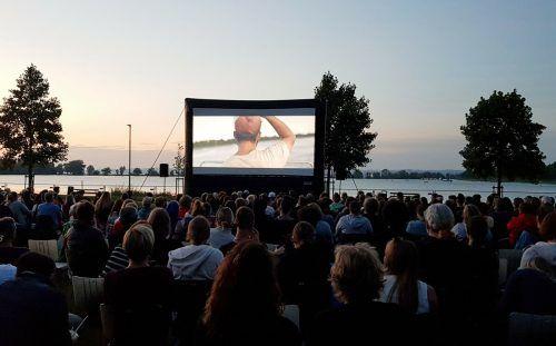 Allein schon aufgrund der Naturkulisse eine Wucht: Openair-Kinofestival Hardmovie am Bodenseeufer in Hard. romagna-Mießgang
