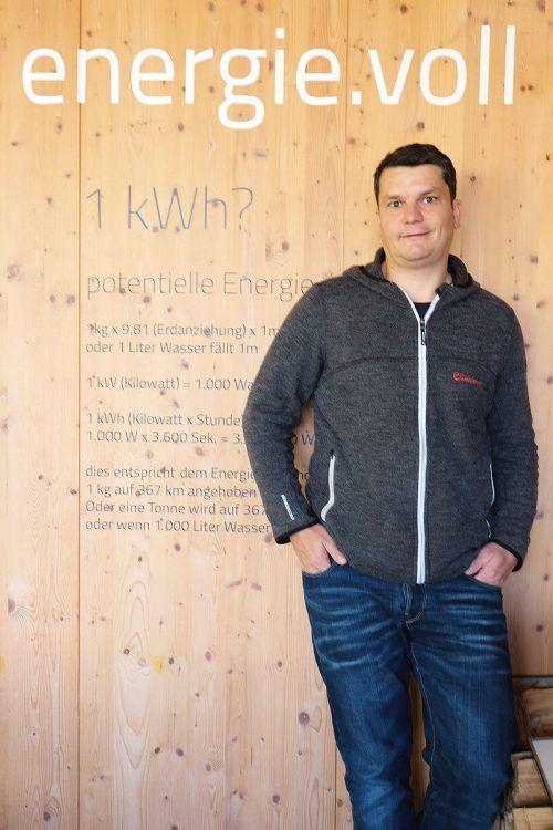 Andreas Bertel übernimmt als Energiemanager des Großen Walsertals ein sehr vielschichtiges Aufgabengebiet.BI
