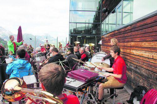 Auftritt der Bürgermusik Hohenems im Kleinwalsertal. Pölz