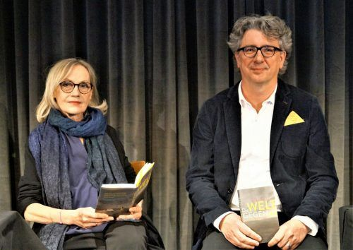 Autorin Eva Schmidt mit Jürgen Thaler vom F. M. Felder-Archiv. yas/7