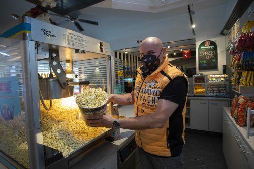 Bei Rudolf Pirolt, Betriebsleiter im Kino Bludenz, lief die Popcornmaschine am Mittwoch heiß. VN/Paulitsch