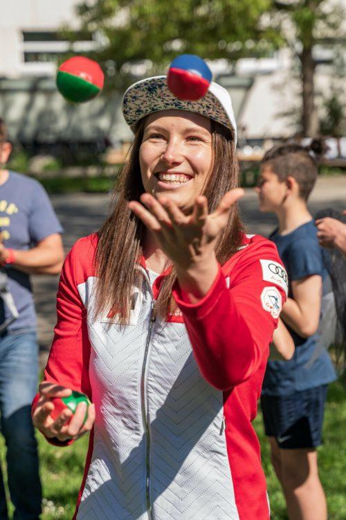 Beim Jonglieren kam auch bei Christine Scheyer Freude auf.VN/Stiplovsek