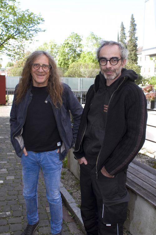 Bernhard Amann (l.) und Roland Adlassnigg schauten sich das Werk an.