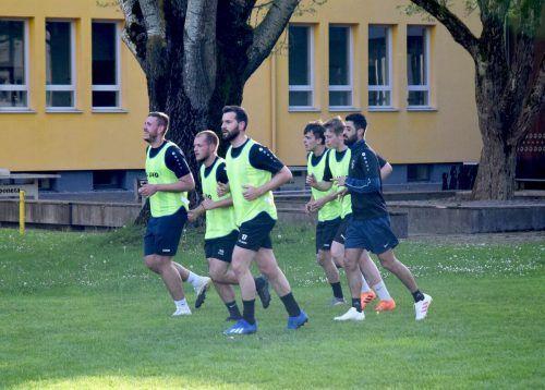 Bürgermeister Simon Tschann ließ es sich nicht nehmen, beim Training des FC Rätia mitzumachen.Stadt Bludenz