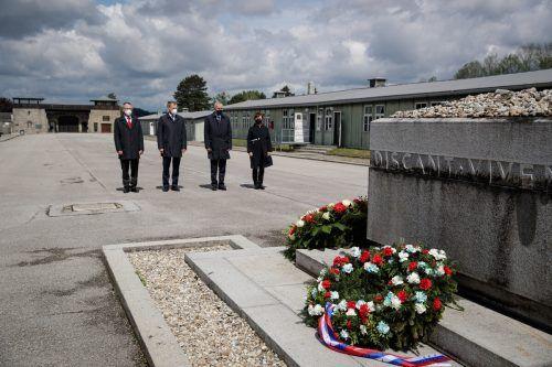 Bundespräsident Alexander Van der Bellen (2.v.r.) gedachte in der KZ-Gedenkstätte Mauthausen der Opfer des Naziterrors und Holocausts. AFP