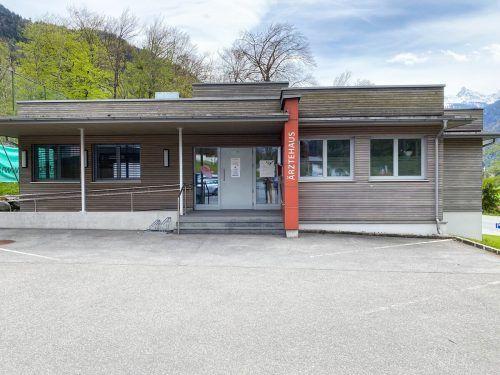 Das Ärztehaus in St. Anton wird im Sommer zur Baustelle.Gemeinde