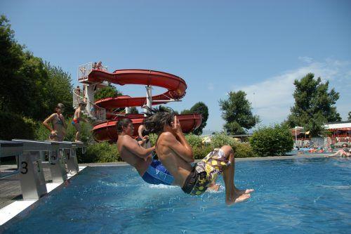 Das Erlebnisbad Frutzau startet in die neue Saison. Auch bei Regen sind Wasserratten willkommen.Oswald