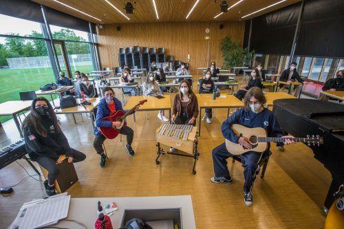Das hat was. Zum ersten Mal nach langer Zeit kamen die SchülerInnen dieser Musikklasse wieder zusammen. VN/Steurer