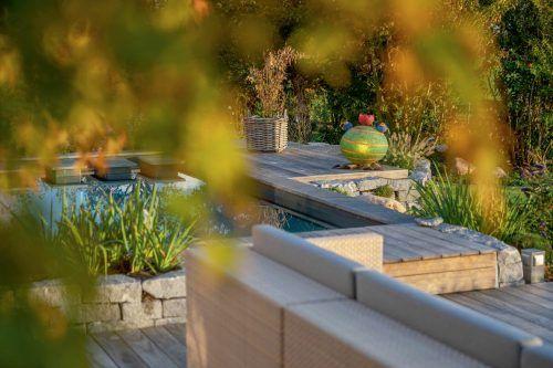 Das hochwertige Holz der Terrassendielen garantiert unbeschwerte und entspannte Stunden auf der Terrasse.epr/Kebony/René Sievert