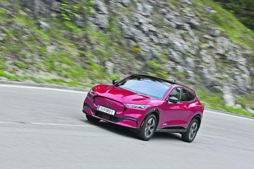 Das Pony trabt jetzt auch elektrisch. Der Ford Mustang Mach-E mit bis zu 346 PS und maximal 610 Kilometer ReichweiteWerk