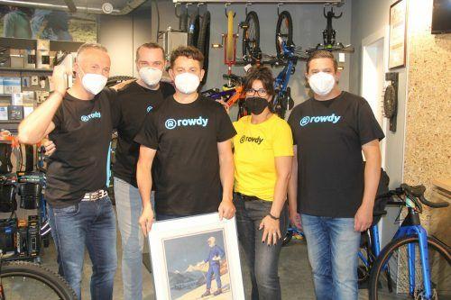 """Das Team des neuen Schrunser Sportfachgeschäfts """"Rowdy"""" freut sich, die ersten Kunden begrüßen zu dürfen. STR"""