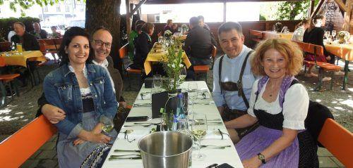 Den Käseanschnitt der Alpe Saluver im Rankweiler Hof nützte Conny Prenn gleich als Gelegenheit, ihren Geburtstag zu feiern. Handout