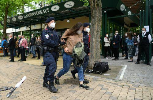 Der Auftritt der Regierungsvertreter sorgte auch für einen Polizeieinsatz.