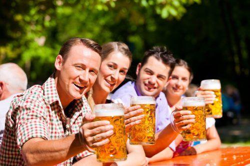 Der Biergarten wurde in Bayern erfunden – und auch der beliebte Radler. Shutterstock