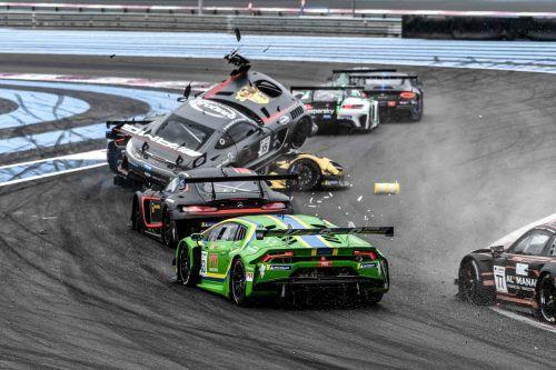 """Der Mercedes von Dominik Schraml (Nummer 15) """"überrollt"""" den McLaren von Christian Klien.GT Open"""