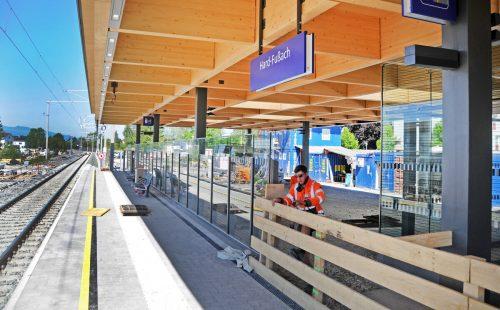 Der neue Bahnsteig an der Haltestelle Hard-Fußach hat einen provisorischen Zugang.