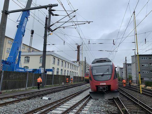Der Regionalzug war irgendwie von den Schienen geraten. VLACH