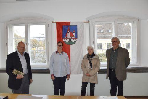 Der scheidende Obmann Herwig Thurnher, Bürgermeisterin Katharina Wöß-Krall, Obmann-Stv. Bernadette Kronberger und Neo-Obmann Franz Abbrederis. Marktgemeinde