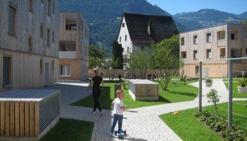 Der Spielplatz Maierhof im Ortsteil Brunnenfeld lädt mit Balanciermöglichkeiten und Sandbereich zum Spielen ein. Stadt Bludenz