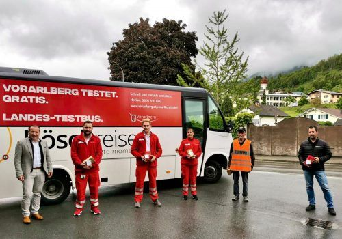 Der Testbus machte in der Vorwoche noch ein letztes Mal Halt in Thüringen. Bürgermeister Harald Witwer bedankte sich bei den freiwilligen Helfern für die Unterstützung.Gemeinde