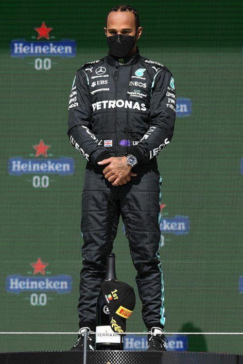 Der Weltmeister genießt den Augenblick. Lewis Hamilton hat in Portimao den ersten klaren Sieg in der laufenden Formel-1-Saison eingefahren.afp