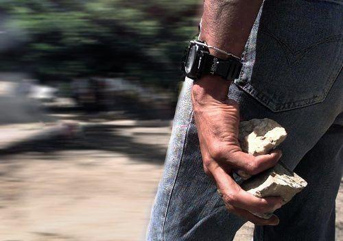 """Der zornige Künstler verstand die Attacke mit einem Stein auch als """"Hilferuf an den Vater Staat"""", wie er sagte. SyMBOL/AP"""