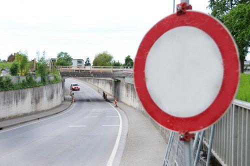 Die Bahnunterführung Mühlestraße in Hard bleibt noch für die kommenden zehn Tage für den Verkehr gesperrt. ajk