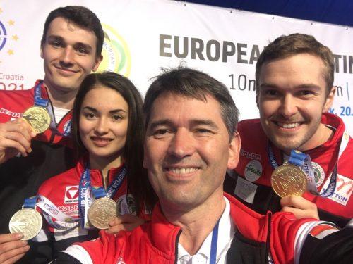 Die EM-Medaillengewinner Patrick Diem, Sheileen Waibel und Thomas Mathis (v. l.) mit Bundestrainer Wolfram Waibel.Privat