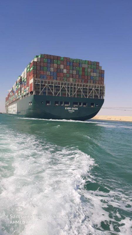 Die Ever Given konnte bislang ihre Fahrt aus dem Suezkanal nicht fortsetzen. Reuters