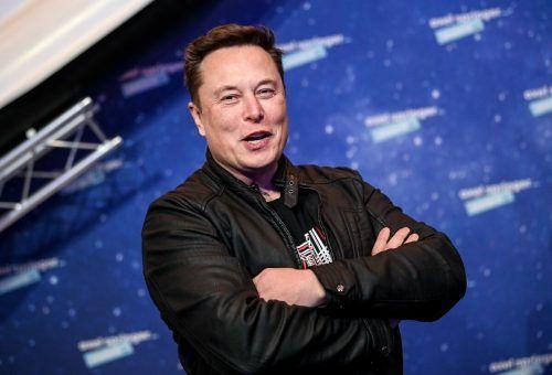 Die Firma SpaceX von Elon Musk (l.) hat einen Auftrag von der NASA erhalten. Jeff Bezos hat dagegen Beschwerde eingereicht. AFP, RTS