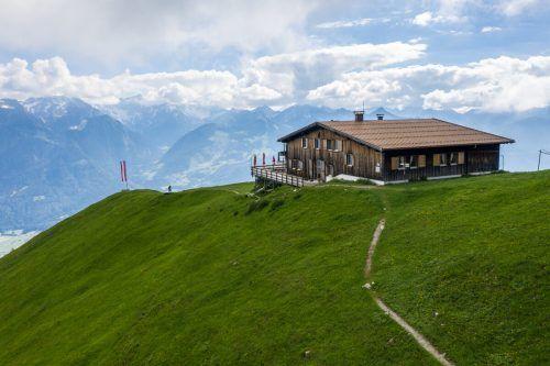 Die Fraßenhütte, die hoch über dem Walgau thront, ist schon aufgrund der Aussicht bei Bergfreunden ein beliebtes Wanderziel.bi