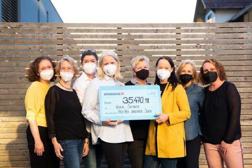 """Die Frauen von """"Hex-Hex"""" unterstützen an Krebs erkrankte Kinder und deren Familien in Vorarlberg."""