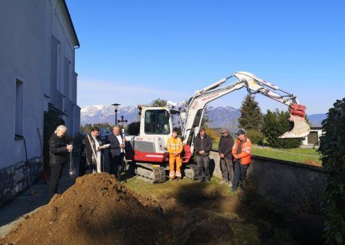 Die gefundenen Knochenreste wurden kürzlich in einem Sammelgrab an der Westseite der Sulner Pfarrkirche beigesetzt.Gemeinde