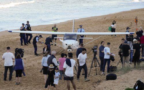 Die Insassen des Leichtflugzeugs blieben unverletzt. AP