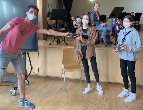 Die Jungmusikanten des Musikvereins Weiler durften sich die Wartezeit mit einem Jungmusik-Quiz vertreiben. Am Ende wurden sogar drei Gewinner ermittelt.MV WEiler