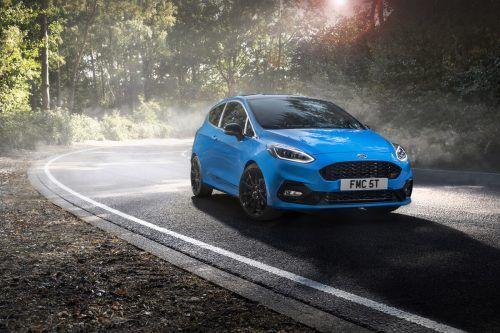 Die Leistungsbandbreite des drei- oder fünftürigen Ford Fiesta reicht von moderaten und vernünftigen 75bis zu rennstreckentauglich-sportlichen 200 PS.