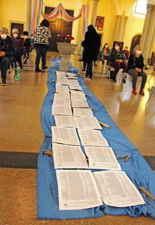 Die Listen mit Namen oder Informationen zu über 40.000 getöteten Flüchtlingen in der Harder Kirche.ajk