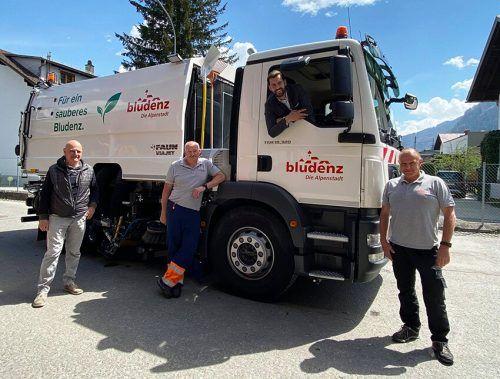 Die neue Kehrmaschine wurde von Martin Capelli, Egon Klawatsch, Bgm. Simon Tschann und Harald Hofsteter in Empfang genommen.Stadt Bludenz