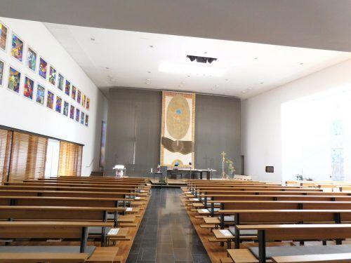 Die Pfarrkirche von Tisis kann als eines der jüngsten Gotteshäuser der Region sowohl innen als auch ...Mäser