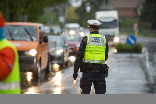 Die Polizei musste am vergangenen Pfingstwochenende wieder einige Verkehrsteilnehmer wegen Übertretungen beanstanden. SYMBOL/PAULITSCH
