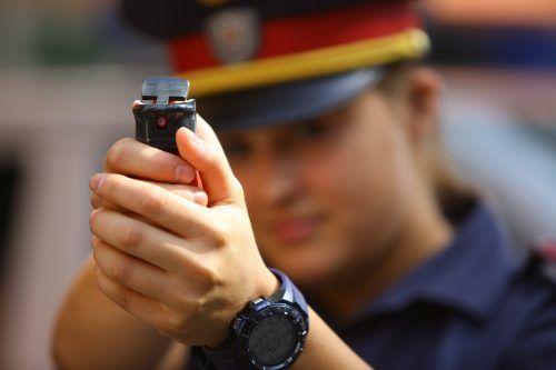 Die Polizei sah sich letztendlich gezwungen, mit Pfefferspray gegen die Randalierer vorzugehen. SYMBOL/VN