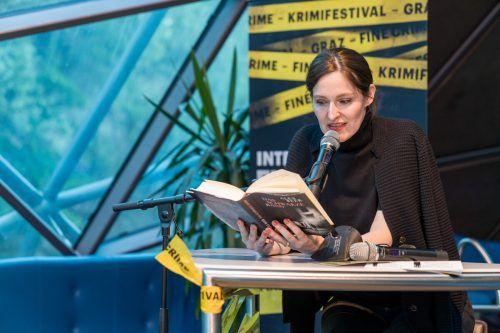 Die preisgekrönte Bregenzer Autorin Alex Beer bei der Lesung im Rahmen des Fine Crime Krimifestivals auf der Murinsel in Graz. schreinlechner