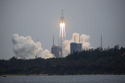 """Die Rakete """"Langer Marsch 5B"""" beim Start vergangenen Donnerstag. ap"""