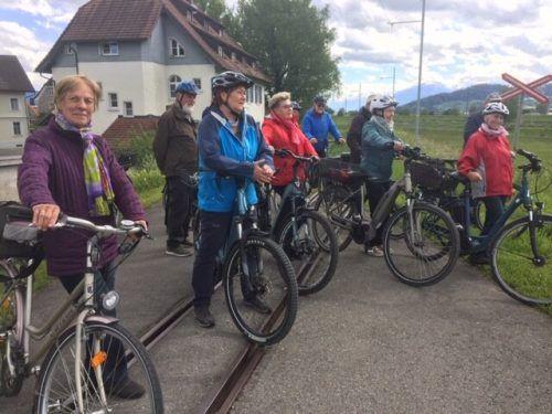 Die Seniorenbund-Mitglieder begaben sich mit Archivar Oliver Heinzle auf den historischen Radrundweg. Seniorenbund Lustenau