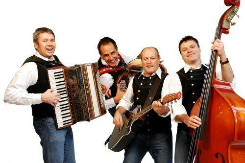 Die Silbertaler unterhalten das Publikum mit einem Akkordeon, einer steirischen Harmonika, einer Gitarre und einem Bass.Die Silbertaler