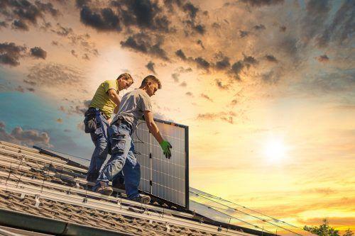 Die Sonneneinstrahlung und Temperatur entscheiden bei Photovoltaikanlagen über den Ertrag. Shutterstock