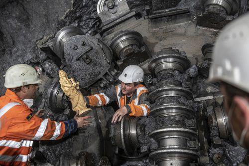"""Die Tunnelbohrmaschine """"Serafina"""" (TBM) ist am Schachtkopf angekommen. Dabei hat sie 440 Meter Fels und Gestein bei 36 Grad Steigung erfolgreich ausgebrochen.illwerke vkw/ Säly"""
