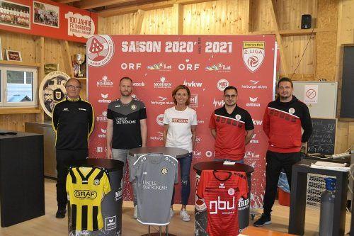 Die Verantwortlichen und Sponsoren der beiden Vereine freuen sich über die Kooperation.  FCD
